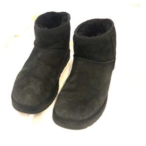 Black Mini Uggs Size 9